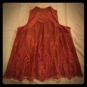 Taylor and Sage M sleeveless blouse w lace overlay